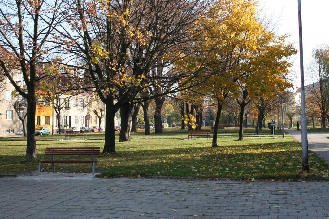 Na plose hřbitova je dnes park a parkoviště.