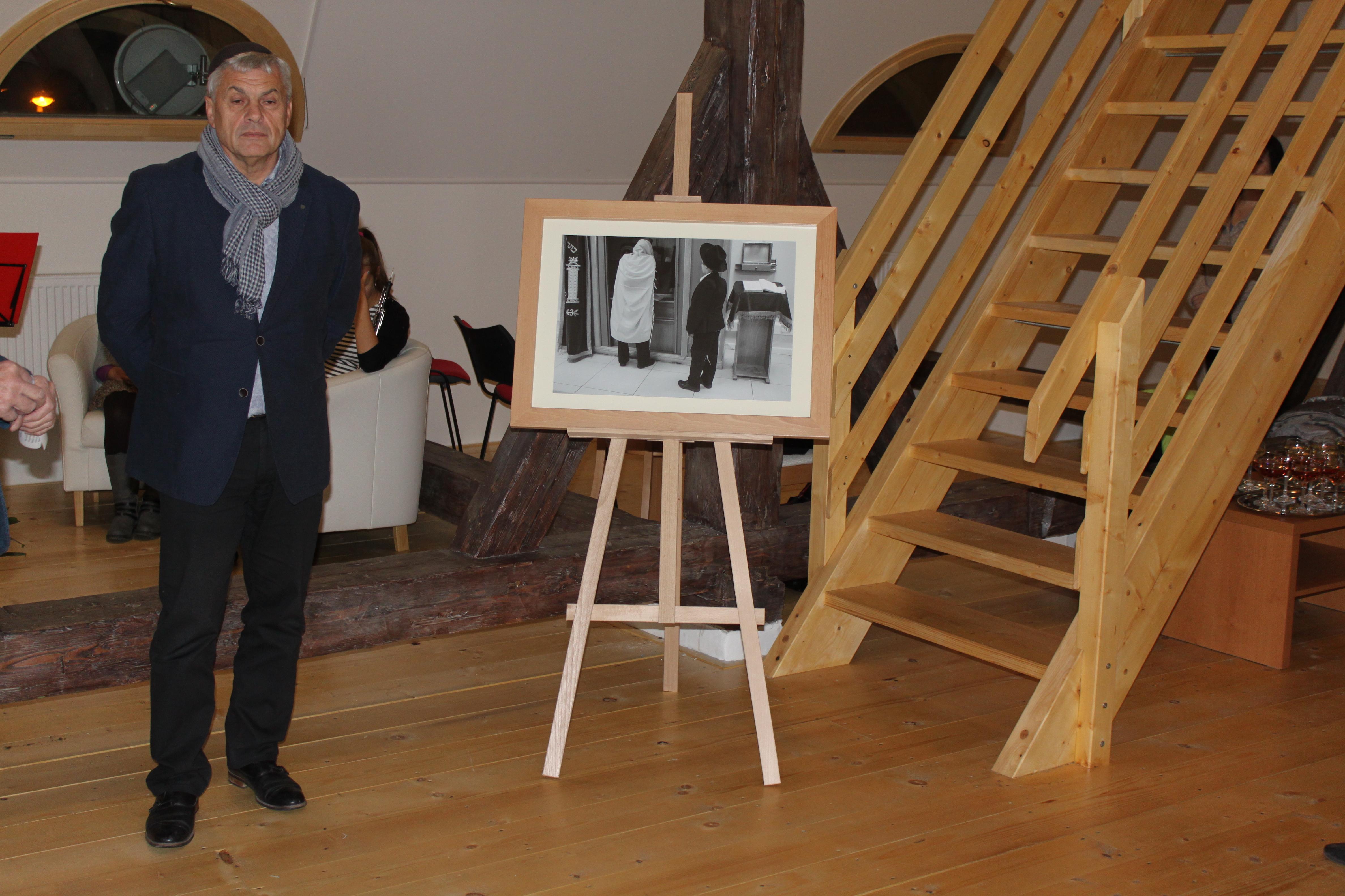 Jindřich Buxbaum na vernisáži své výstavy