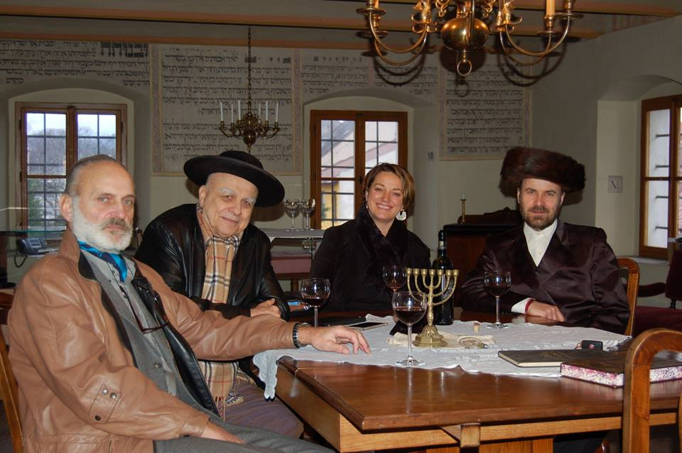 Ivan Mládek s doprovodem si prohlédl museum i hřbitov (foto FB Šachova synagoga)