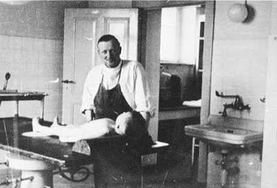 Julius Hallenvorden při experimentu (zdroj AHRP.org)