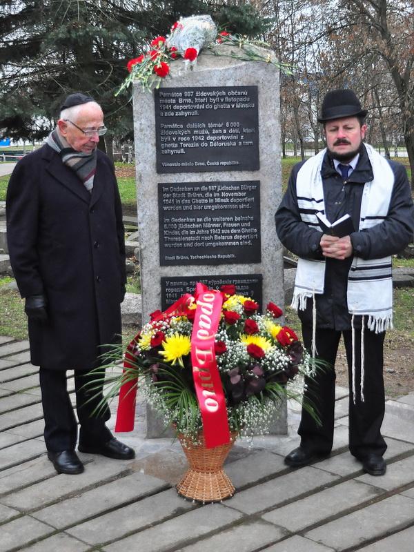 Pavel Fried a hlavní běloruský rabín Griša Abramovič při modlitbě.
