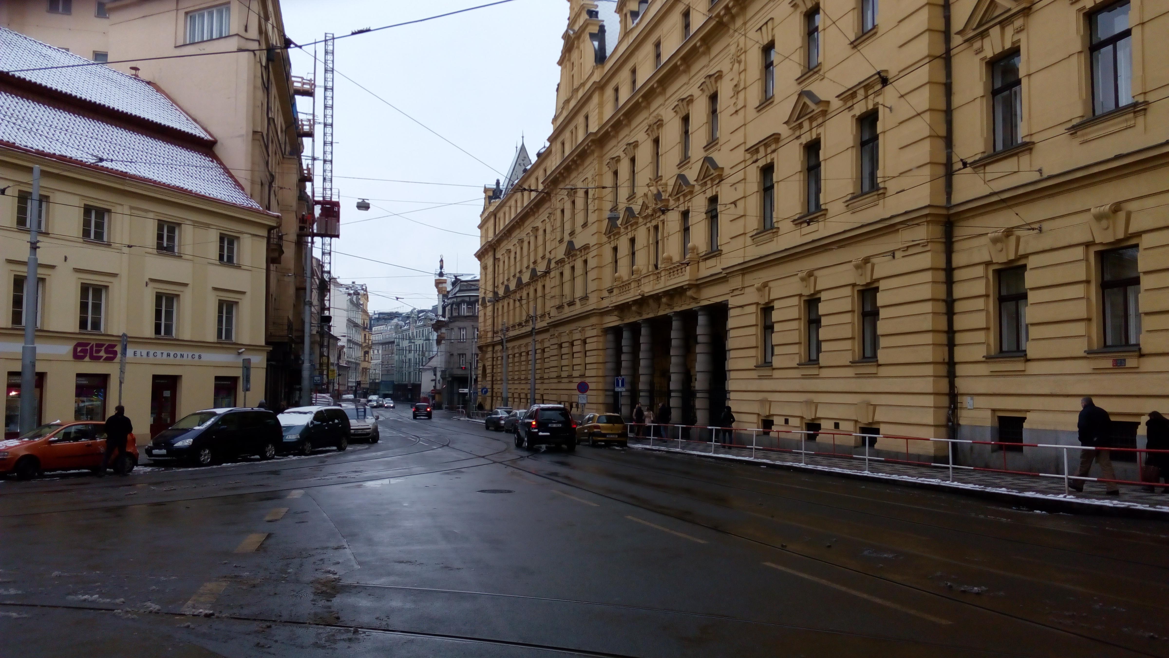 Na místě pražského městského soudu stával hostinec U slovanské lípy