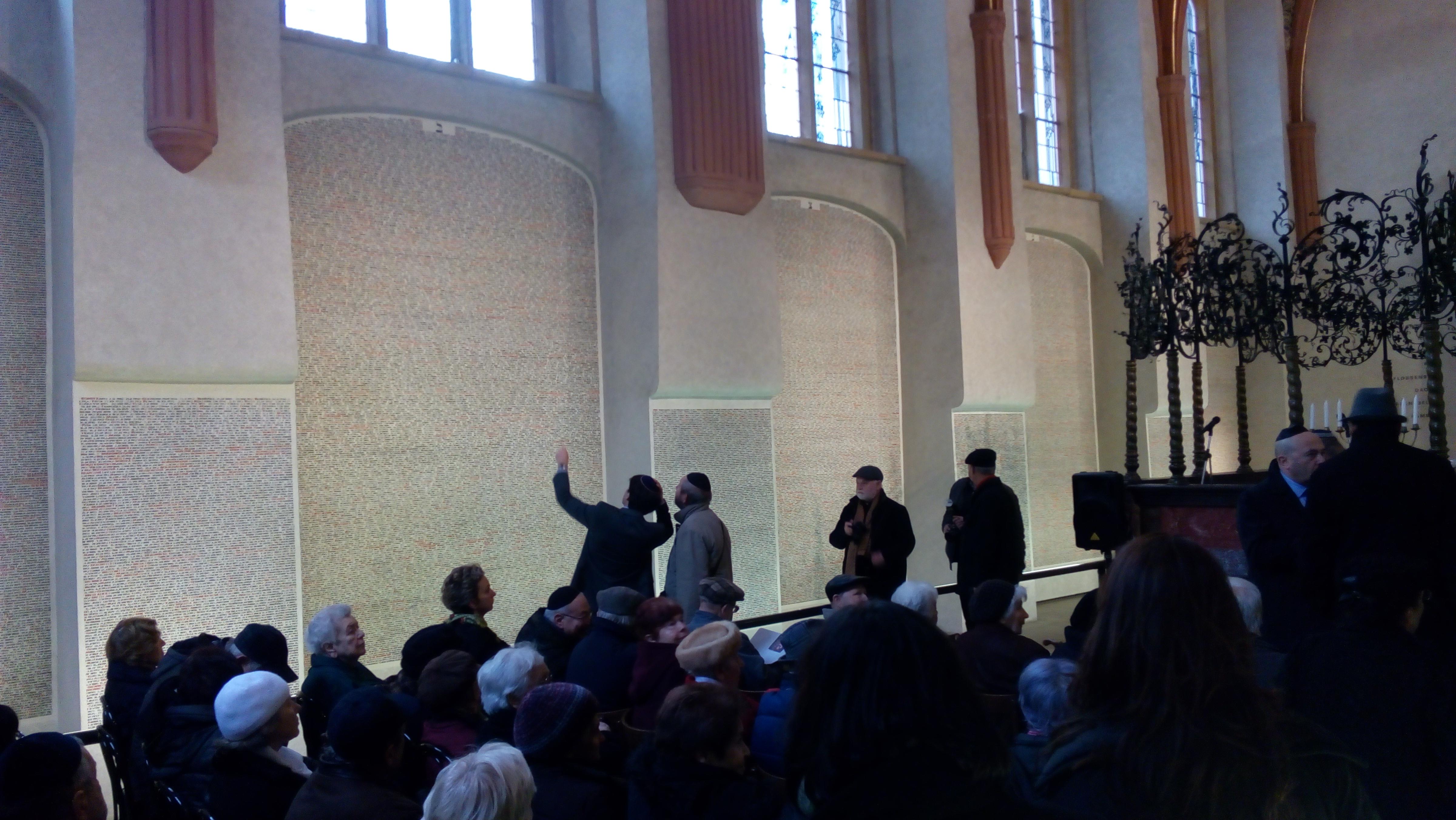 Před tryznou v Pinkasově synagoze