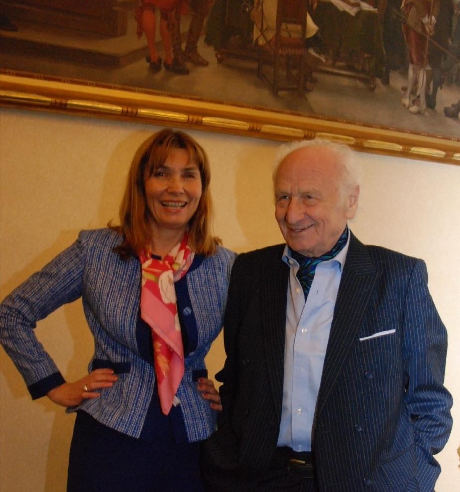 """Arnošt Lustig s autorkou v krejčovském salonu Paris Tailor na """" Mao Ming"""""""
